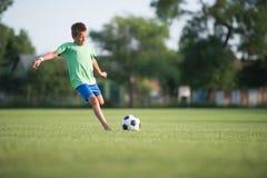 Ποδόσφαιρο παιδιών Στοκ φωτογραφία με δικαίωμα ελεύθερης χρήσης