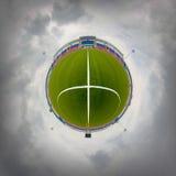 ποδόσφαιρο πεδίων σχεδίου εσείς Νεφελώδης καιρός Στοκ Εικόνα
