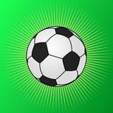 Ποδόσφαιρο που λάμπει στην πράσινη χλόη Στοκ εικόνα με δικαίωμα ελεύθερης χρήσης