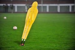 Ποδόσφαιρο που εκπαιδεύει dummie Στοκ εικόνες με δικαίωμα ελεύθερης χρήσης