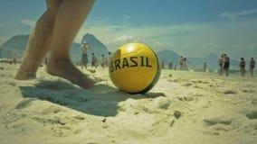 Ποδόσφαιρο στην άμμο στην παραλία Copacabana Στοκ Εικόνες