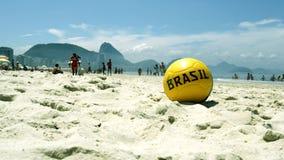 Ποδόσφαιρο στην άμμο στην παραλία Copacabana Στοκ Φωτογραφία
