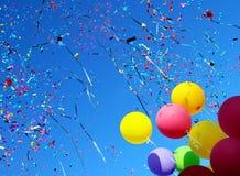 Πολύχρωμα μπαλόνια και κομφετί Στοκ Εικόνες