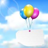 Πολύχρωμα μπαλόνια με την κάρτα εγγράφου Στοκ φωτογραφία με δικαίωμα ελεύθερης χρήσης