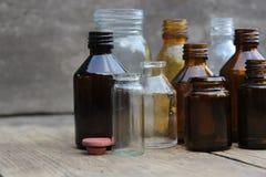 Πολύχρωμα μπουκάλια φαρμακείων Στοκ φωτογραφίες με δικαίωμα ελεύθερης χρήσης