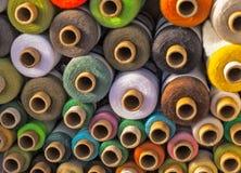 πολύχρωμα νήματα Στοκ φωτογραφίες με δικαίωμα ελεύθερης χρήσης