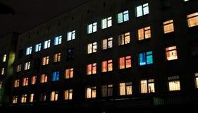 Πολύχρωμα παράθυρα νοσοκομείων μητρότητας στη Μόσχα Στοκ Εικόνες