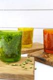 Πολύχρωμα σαφή γυαλιά με τα διάφορα όσπρια (πράσινα μπιζέλια, σχετικά με Στοκ φωτογραφία με δικαίωμα ελεύθερης χρήσης