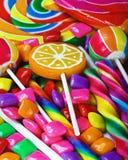 Πολύχρωμες γλυκά και τσίχλα στοκ εικόνες
