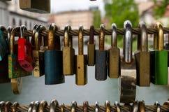 Πολύχρωμες κλειδαριές στοκ φωτογραφία με δικαίωμα ελεύθερης χρήσης