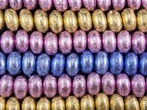 Πολύχρωμες σειρές αυγών choco Στοκ φωτογραφία με δικαίωμα ελεύθερης χρήσης