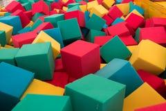 Πολύχρωμοι κύβοι αφρού στην παιδική χαρά Στοκ εικόνα με δικαίωμα ελεύθερης χρήσης