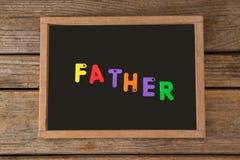 Πολύχρωμοι φραγμοί με τον πατέρα κειμένων στην πλάκα Στοκ εικόνα με δικαίωμα ελεύθερης χρήσης