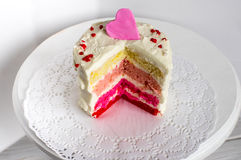 Πολύχρωμο κέικ για την ημέρα βαλεντίνων Στοκ Εικόνες