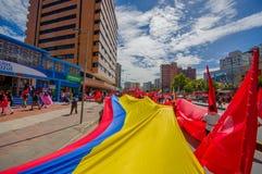 Πολύ μεγάλη του Εκουαδόρ σημαία που φέρεται εις πέρας Στοκ Εικόνες