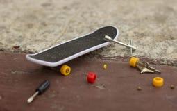 Πολύ μικρό skateboard Στοκ Εικόνες