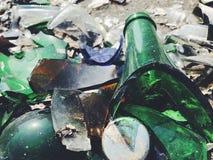 Πολύ σπασμένο μπουκάλι χρώματος Υπόβαθρο γυαλιού Στοκ Εικόνα