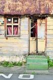 Πολύ χαρακτηριστικό ξύλινο σπίτι με τα πράσινα σκαλοπάτια σε Roseau, η πρωτεύουσα της Δομίνικας στις Καραϊβικές Θάλασσες Στοκ φωτογραφίες με δικαίωμα ελεύθερης χρήσης