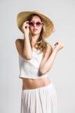 Πολύ χαριτωμένο κορίτσι με τα γυαλιά ηλίου Στοκ Εικόνες