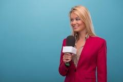 Πολύ όμορφος παρουσιαστής TV Στοκ εικόνα με δικαίωμα ελεύθερης χρήσης