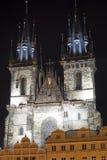 Πράγα. Άποψη νύχτας εκκλησιών Στοκ φωτογραφία με δικαίωμα ελεύθερης χρήσης