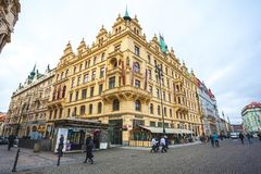 25 01 2018 Πράγα, Δημοκρατία της Τσεχίας - άποψη στην οδό στον παλαιό Στοκ Εικόνες