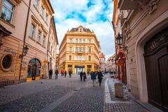 25 01 2018 Πράγα, Δημοκρατία της Τσεχίας - άποψη στην οδό στον παλαιό Στοκ Εικόνα