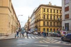 25 01 2018 Πράγα, Δημοκρατία της Τσεχίας - άποψη στην οδό στον παλαιό Στοκ Φωτογραφία