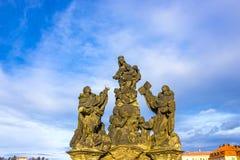 Πράγα, Δημοκρατία της Τσεχίας: Αγάλματα Madonna, Αγίου Dominic και του Thomas Aquinas Στοκ Εικόνες