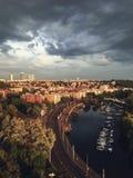 Πράγα, Δημοκρατία της Τσεχίας - 10 Μαΐου 2018: Ποταμός Vltava και μια λέσχη γιοτ από το οχυρό της Πράγας ` s Vyshegrad στοκ εικόνες