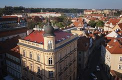 Πράγα, Δημοκρατία της Τσεχίας, στις 22 Απριλίου 2019 - άποψη της Πράγας από ένα ύψος Στέγες της Πράγας στοκ εικόνες