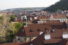 Πράγα, Δημοκρατία της Τσεχίας, στις 22 Απριλίου 2019 - άποψη της Πράγας από ένα ύψος Στέγες της Πράγας στοκ φωτογραφίες