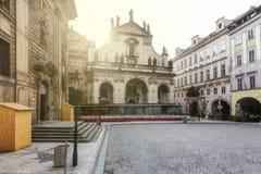 Πράγα, Δημοκρατία της Τσεχίας, στις 22 Απριλίου 2019 - άποψη της πρωινής ηλιόλουστης Πράγας Παλαιά Πράγα, κέντρο της πόλης στοκ φωτογραφία με δικαίωμα ελεύθερης χρήσης