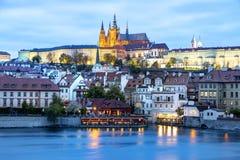 Πράγα, Δημοκρατία της Τσεχίας, στις 22 Απριλίου 2019 - άποψη του βραδιού Πράγα Λυκόφως στην Πράγα στοκ φωτογραφία με δικαίωμα ελεύθερης χρήσης
