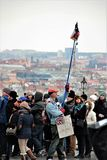 Πράγα, Δημοκρατία της Τσεχίας, τον Ιανουάριο του 2015 Επίδειξη δυσαρεστημένου του κοντινού το βασιλικό παλάτι στην Πράγα Η επιγρα στοκ εικόνα με δικαίωμα ελεύθερης χρήσης