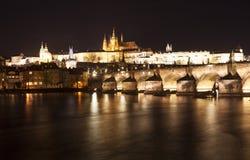 Πράγα επιτραπέζια χρήση φωτογραφιών νύχτας τοπίων εγκαταστάσεων εικόνας ανασκόπησης όμορφη cesky τσεχική πόλης όψη δημοκρατιών kr Στοκ φωτογραφία με δικαίωμα ελεύθερης χρήσης