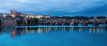 Πράγα & μπλε ποταμός στοκ εικόνες