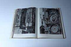 Πράγα στο βιβλίο εικόνων από το Karel Plicka αστρονομικό ρολόι Πράγα Στοκ φωτογραφίες με δικαίωμα ελεύθερης χρήσης