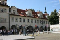 Πράγα Castle_tourists Στοκ εικόνα με δικαίωμα ελεύθερης χρήσης