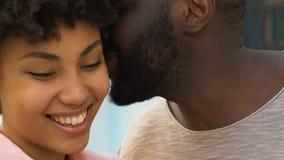 Πράγματα ευχαρίστησης αφήγησης ανδρών στη γυναίκα ή να αστειευτεί, ιδιωτική συνομιλία, εμπιστοσύνη απόθεμα βίντεο