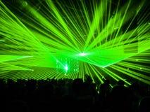 Πράσινα λέιζερ στο κόμμα νυχτερινών κέντρων διασκέδασης Στοκ φωτογραφίες με δικαίωμα ελεύθερης χρήσης