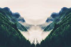 Πράσινα βουνά με την ωκεάνια άποψη Στοκ εικόνες με δικαίωμα ελεύθερης χρήσης