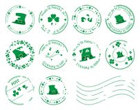 Πράσινα γραμματόσημα με τα τριφύλλια και καπέλο για την ημέρα Αγίου Πάτρικ Στοκ Φωτογραφίες