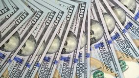 Πράσινα δολάρια ΗΠΑ Σύσταση των τραπεζογραμματίων Τα χρήματα γυρίζουν αργά την κινηματογράφηση σε πρώτο πλάνο 4k απόθεμα βίντεο