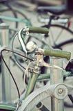 Πράσινα εκλεκτής ποιότητας handlebars ποδηλάτων στοκ εικόνες