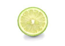 Πράσινα λεμόνια, κομμάτια περικοπών λεμονιών στο άσπρο υπόβαθρο Στοκ Φωτογραφίες