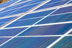 Πράσινα ηλιακά πλαίσια ισχύος Στοκ Φωτογραφίες