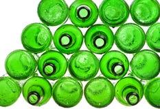 Πράσινα κενά μπουκάλια μπύρας Στοκ φωτογραφία με δικαίωμα ελεύθερης χρήσης