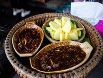 Πράσινα μάγκο με τη γλυκιά σάλτσα ψαριών, ταϊλανδικά τρόφιμα Στοκ εικόνες με δικαίωμα ελεύθερης χρήσης