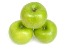 3 πράσινα μήλα με τις πτώσεις νερού Στοκ φωτογραφίες με δικαίωμα ελεύθερης χρήσης